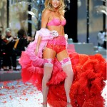 Colleague-Angel Doutzen in VS outfit