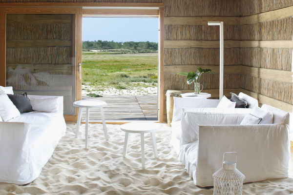 A digitalistic getaway sand house portugal the for Beach house flooring pictures