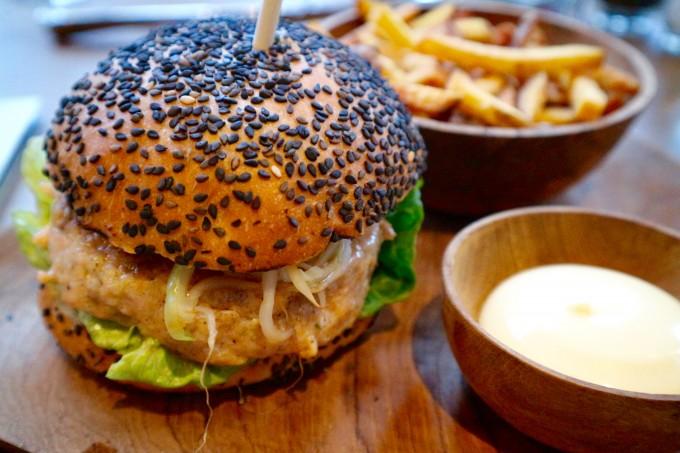SZ_salmon burger